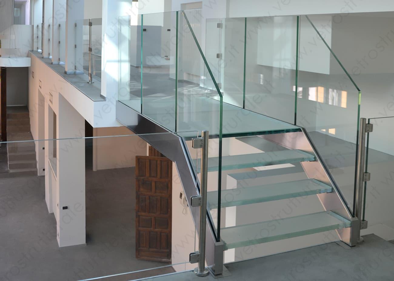 scala in vetro strutturale Luisa Via Roma Firenze – interessanti effetti di luce.