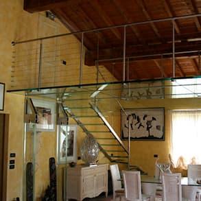 creazione di soppalchi e scale in vetro