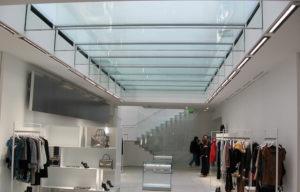 Abbiamo realizzato diverse strutture in vetro strutturale per lo shop Luisa via Roma a Firenze