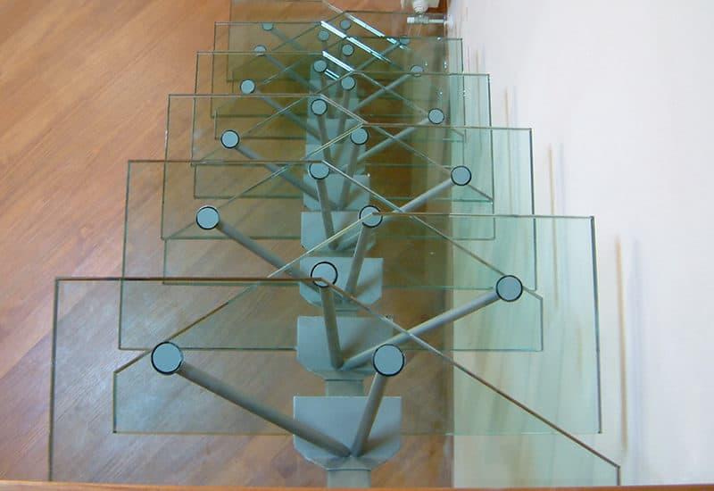 per abbellire la casa o lìufficio, scegli le scale in vetro sttrutturale, progettate e realizzate da Vetrostrutturale