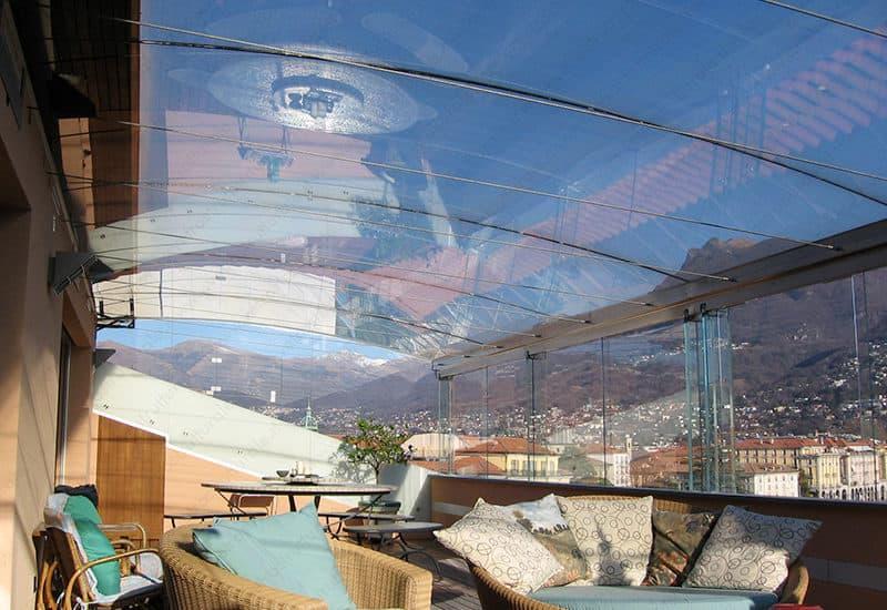 serra bioclimatica in vetro strutturale, realizzata a Lugano