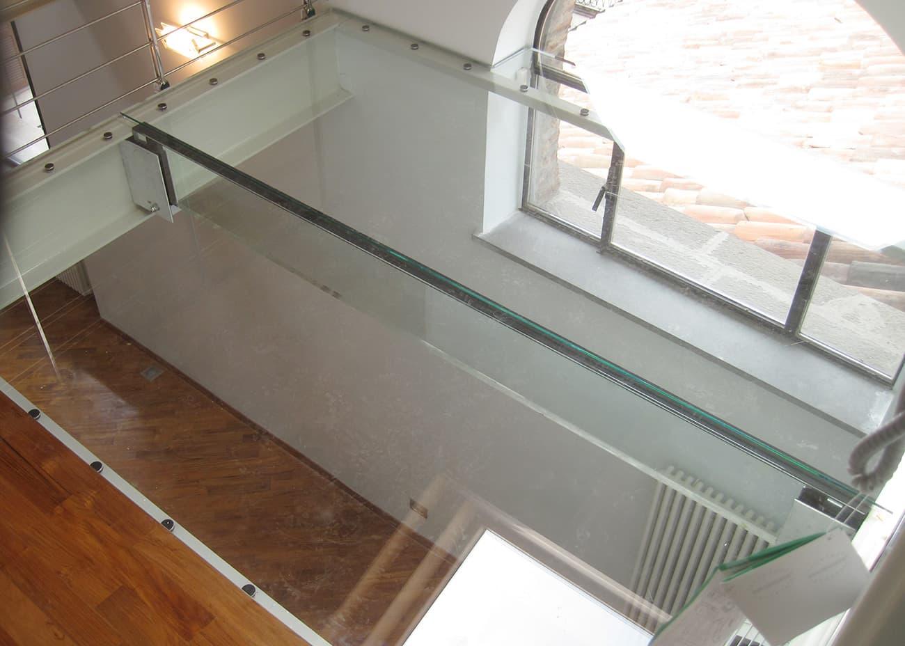 Vetrostrutturle realizza in tutta Italia strutture portanti in vetro realizzate con sistema VTRS